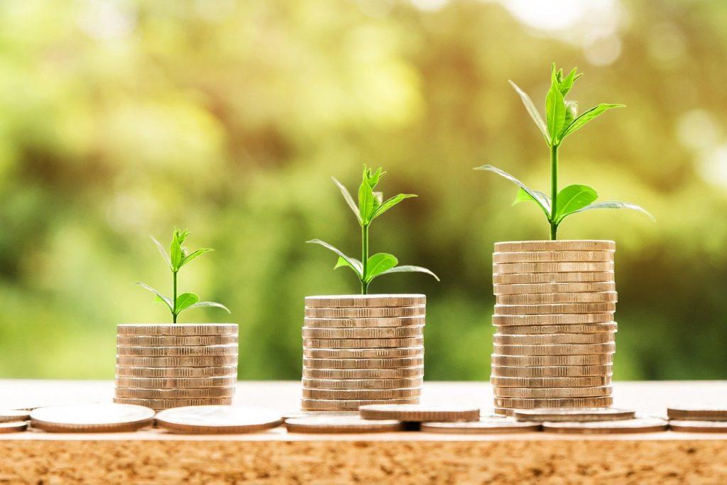 Spara pengar genom ett bankkonto med sparränta